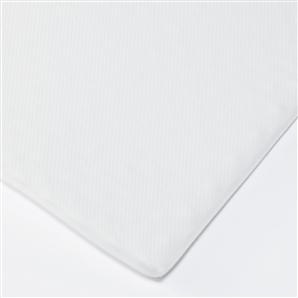 ニトリの敷布団のように体圧分散できる無印のマットレスパッド。敷布団やベッドの上に敷いて使うものなので厚さがとても薄い。  体圧分散できるがこれ単体では使えない ...